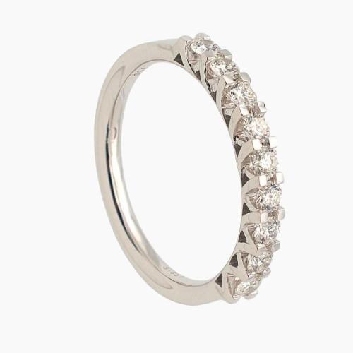 Media alianza de oro blanco con diamantes en garras 521