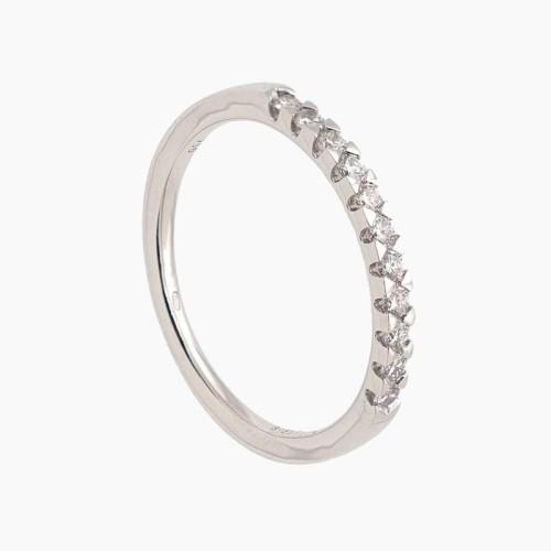 Media alianza de oro blanco con diamantes en garras 2501