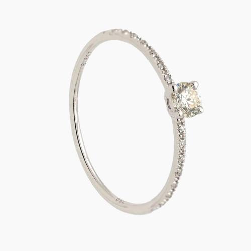 Solitario de oro blanco con diamantes en brazos 22
