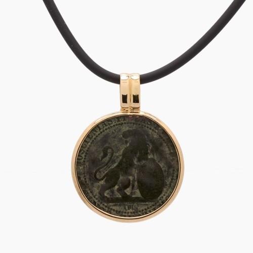 Colgante con moneda etrusca y oro