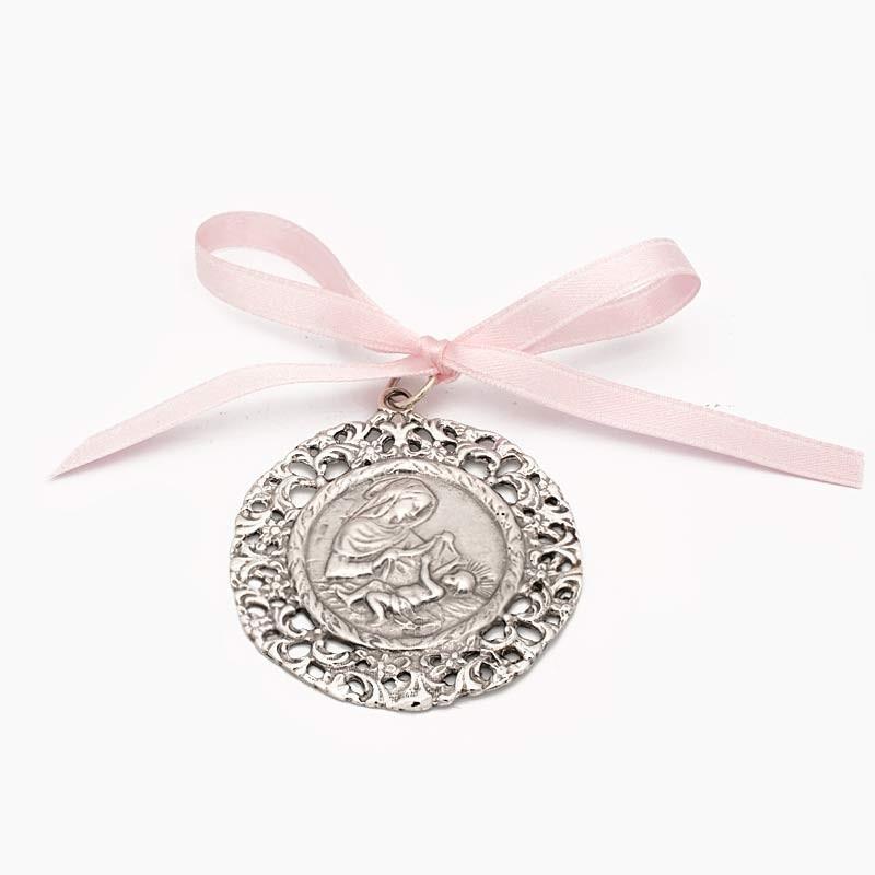 Medalla de cuna con la...