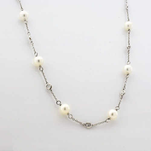 Collar en oro blanco con perlas y diamantes