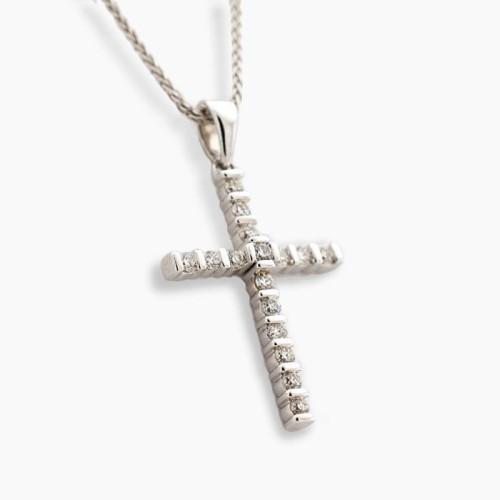 Cruz en oro blanco y diamantes en banda