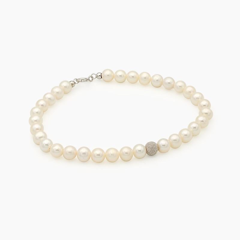 Pulsera de perlas con bolita central de oro blanco diamantado