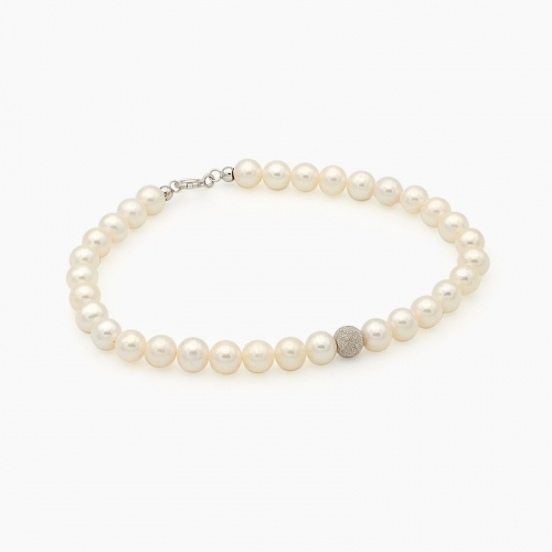 Pulsera de perlas con bolita central de oro diamantado