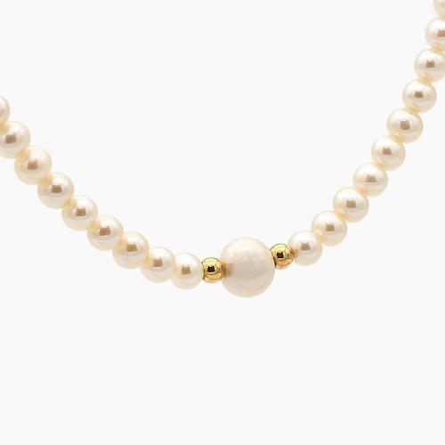 Collar de perlas y perla central